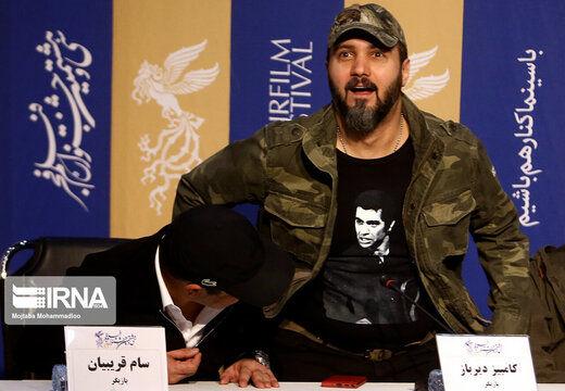 پیراهن کامبیز دیرباز در نشست خبری «خروج» سوژه شد+ عکس