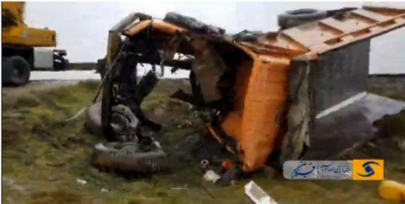 برخورد قطار گردشگری با یک کامیون در آبیک/  راننده 40 ساله درگذشت