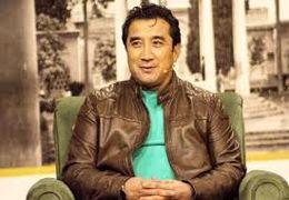 حمایت خداداد عزیزی از علی دایی و تخریب مجری برنامه!