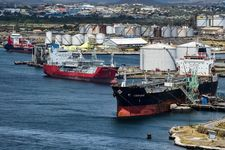 دولت پاکستان یک کشتی حامل نفت ایران را در بندر کراچی متوقف کرد