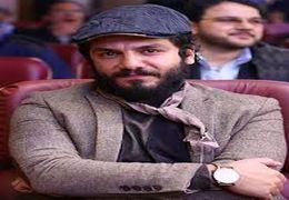 عباس غزالی بازیگر سینما و تلویزیون حاضر نشد در برنامه زنده شبکه دو ماسک، دستکش و عینک خود را دربیاورد.