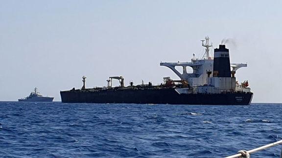 جزئیات خبر توقیف کشتی نفتکش حامل سوخت قاچاق در خلیج  فارس/ نفتکش  با پرچم انگلیس تردد میکرد