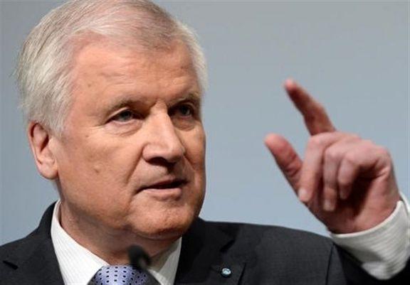 اقلیت و مهاجران آلمان خواستار استعفای وزیر کشور آلمان شدند