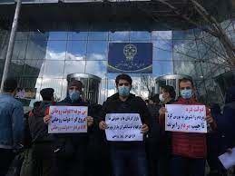آقای روحانی، سری به ساختمان بورس بزنید و نتیجه عملکردتان را از مردم بپرسید!
