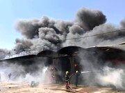 آتشسوزی گسترده در انبارهای غذایی شهر نجف