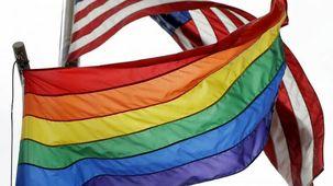 بالا بردن پرچم دگرباشان جنسی توسط سفارت آمریکا در روسیه باعث واکنش رئیس جمهور این کشور شد
