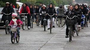 دو چرخه سواری زنان منع قانونی ندارد