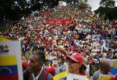 مردم ونزوئلا در اعتراض به تحریمهای آمریکا به خیابان ها ریختند