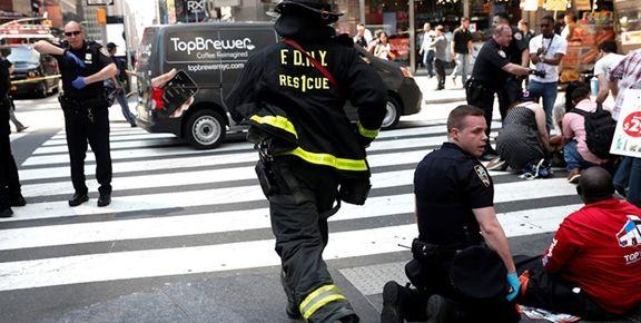یک فروند بالگرد در منهتن نیویورک به سقف یک ساختمان برخورد کرد/ خلبان کشته شد