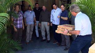جورج دبلیو بوش به دلیل تعطیلی دولت برای محافظانش پیتزا خرید