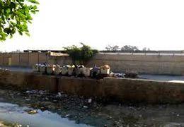 انباشت زبالههای بیمارستانی در محیط روباز بیمارستان ایذه