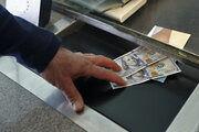 نرخ دلار صرافی های بانکی تا نیمه کانال 24 هزار تومانی عقب کشید