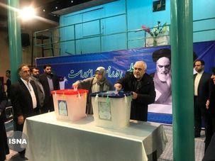 تصاویری از چهرههای سرشناس سیاسی که  پای صندوق رای رفتند