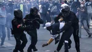 درگیری میان پلیس و معترضانی امریکایی