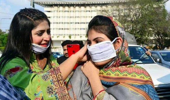 در پاکستان استفاده از ماسک برای جلوگیری از شیوع کرونا الزامی اعلام شد