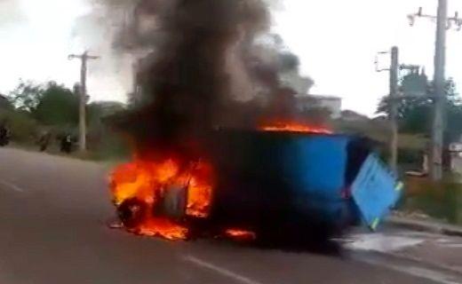 2 کشته در پی آتش گرفتن خودروی نیسان در اتوبان پیامبر اعظم