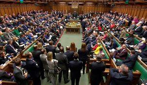 پارلمان بریتانیا با نطق ملکه الیزابت دوم آغاز به کار کرد