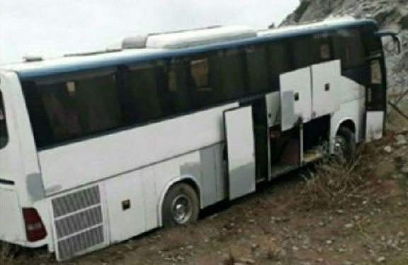 یک سرویس دانشجویان بوئین زهرا از مسیر منحرف شد