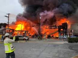 آتش سوزی در یک متجمع تجاری معروف در سانفرانسیکوی آمریکا