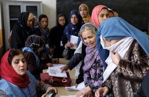 برگزاری دومین روز انتخابات افغانستان / دیروز از 8.8 میلیون نفر حدود 3 میلیون نفر در انتخابات شرکت کردند