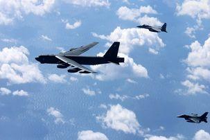 دو بمب افکن آمریکایی بر فراز دریای چین به پرواز درآمدند