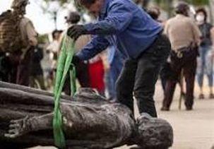 معترضان در سالروز استقلال آمریکا، مجسمه «کریستوف کلمب» را سرنگون کردند