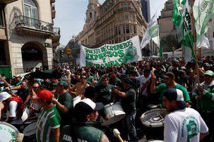 مردم آرژانتین به خیابان ها ریختند
