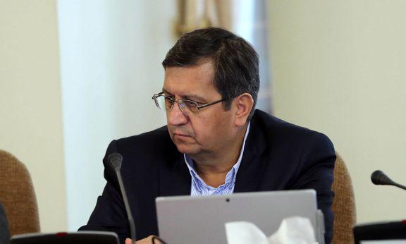 همتی: اعلام سیاستهای ارزی به بانک مرکزی واگذار شود