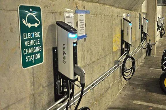 درآمد جایگاههای شارژ خودروهای الکتریکی به ۹۳ میلیارد دلار خواهد رسید