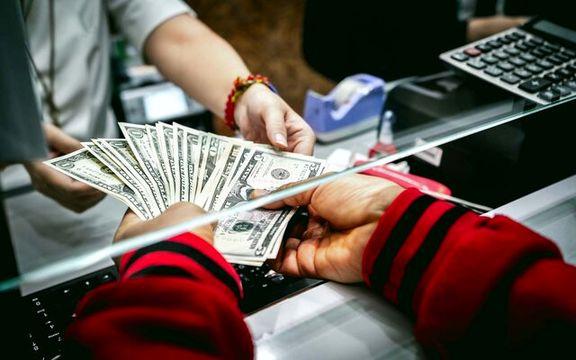 کاهش ارزش دلار و یورو در معاملات امروز بازار متشکل ایران