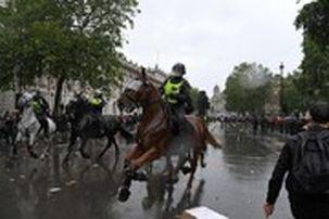 درگیری بین پلیس و معترضان در لندن به خشونت کشیده شد