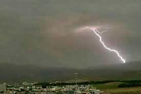 لحظه  برخورد مهیب صاعقه به زمین مریوان کردستان
