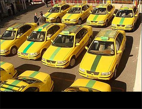 رانندگان آژانس در اعتراض به نرخ طرح ترافیک در برابر شورای شهر تجمع کردند