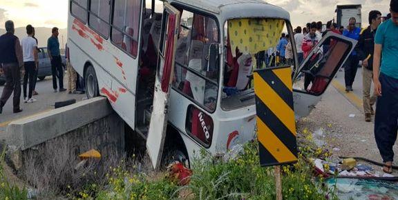 23 کشته و زخمی در پی واژگونی سرویس حامل دانشآموزان در فسا