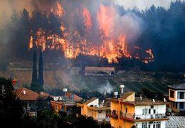 آتشسوزی گسترده در ترکیه به هتلها رسید