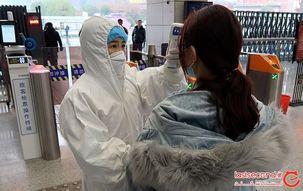کرونا مهر مادری را از بین برد/ والدین سنگ دل فرزند خود را در فرودگاه رها کردند! + عکس