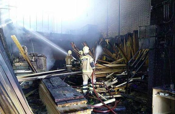کارگاه تولیدی مبل و مصنوعات چوبی در جاده خاوران آتش گرفت