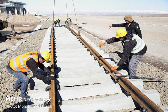 عملیات ریلگذاری خط آهن خاش -زاهدان پایان یافت