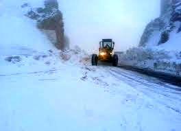 بارش سنگین برف در محور نودشه پاوه + فیلم