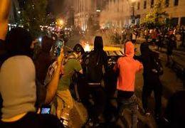 متفرق کردن معترضان آمریکایی با گاز اشک آور در خارج از کاخ سفید + فیلم