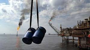 نفت در بازارهای جهانی بالا رفت/ هر بشکه ۵۶.۴۱ دلار