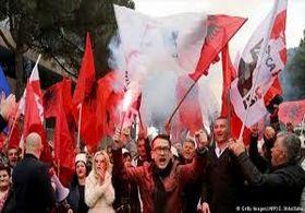 چپ های سوسیالیست آلبانی در اعتراض به دولت به خیابان ها آمدند