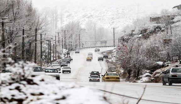 بارش برف و باران در جادههای ۱۳ استان کشور ادامه دارد