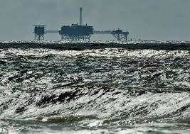 کاهش قیمت نفت با آرام شدن طوفان آیدا