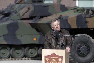 دانمارک با ماکرون و مرکل برای تشکیل ارتش اروپایی مخالفت کرد / آمریکا هسته آزادی ماست