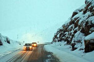ادامه  بارش برف و باران در جادههای ۱۲ استان کشور