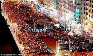 هزاران نفر از مردم چک در اعتراض به دولت به خیابان ریختند