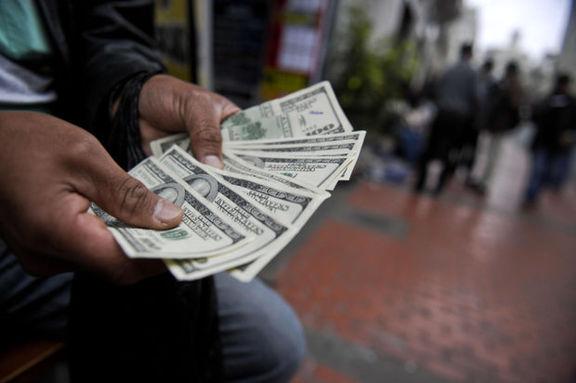 بازار سبزه میدان دلار باعث نوسانات امروز در بازار دلار شد