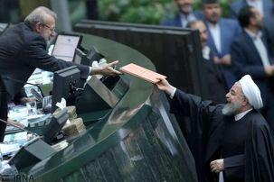 حسن روحانی بودجه سال 1399 را تقدیم رئیس مجلس شورای اسلامی کرد
