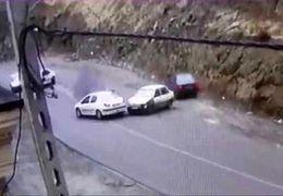 ریختن گازوئیل بر روی زمین و سر خوردن ماشین ها در جاده